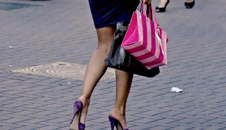 Shopping (Bild: Ktoine/Flickr)